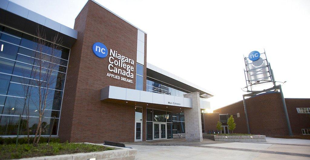 Колледжи Канады